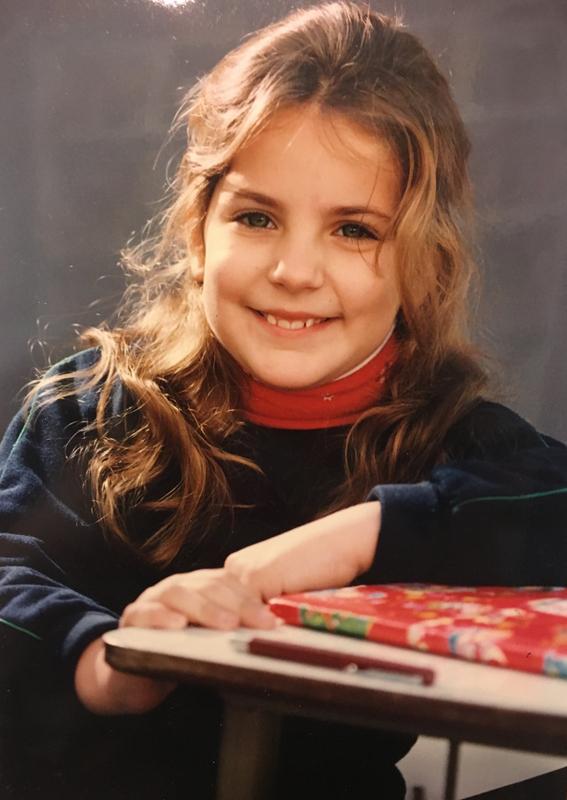La foto clásica en el colegio *pluma y cuaderno siempre conmigo :P*